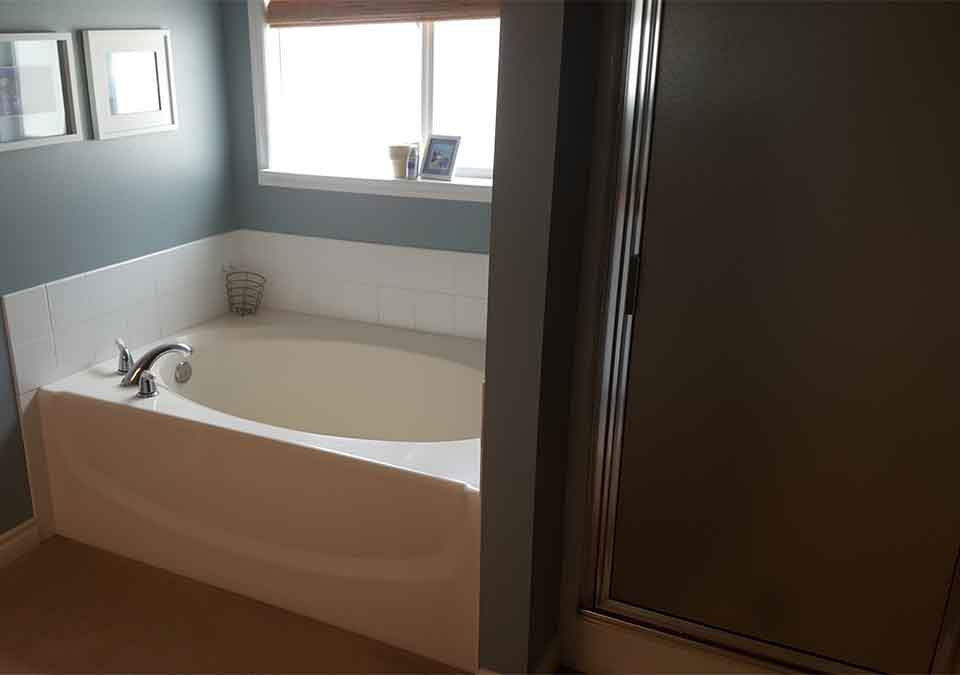 Snoqualmie Ridge Before bathroom  renovation bathtub