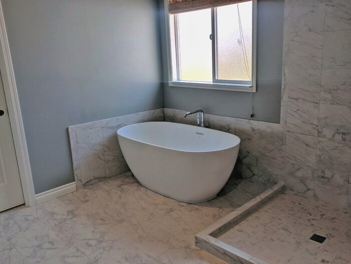 Snoqualmie Ridge freestanding tub